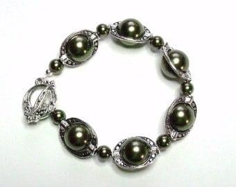Bracelet Forest Green Pewter Silver Glass Handmade Bracelet