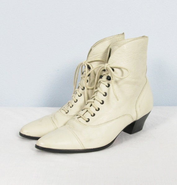 vintage pixie ankle boots ivory leather by jlvintage
