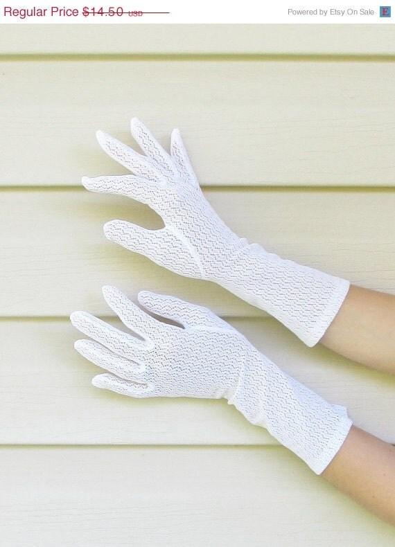 25% OFF SALE Vintage 1950's Mesh Gloves // WHITE Nylon