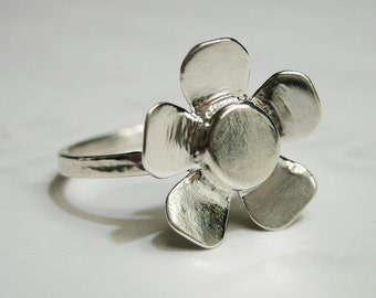 33% OFF SALE -Sterling Silver Flower Ring - Dainty, Delicate, Minimalist, Hammered, Modern, Size 7, Simple