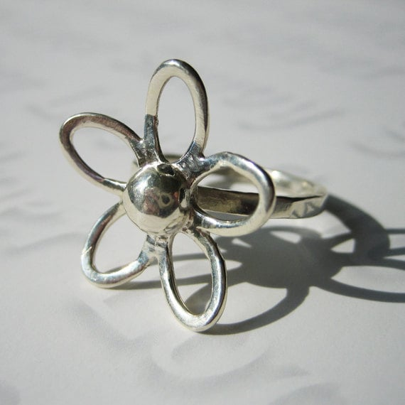 33% OFF SALE -Sterling Silver Flower Ring - Modern, Minimalist, Simple Ring, Silver Ring, Size 6, Floral Ring, Delicate Hammered Ring