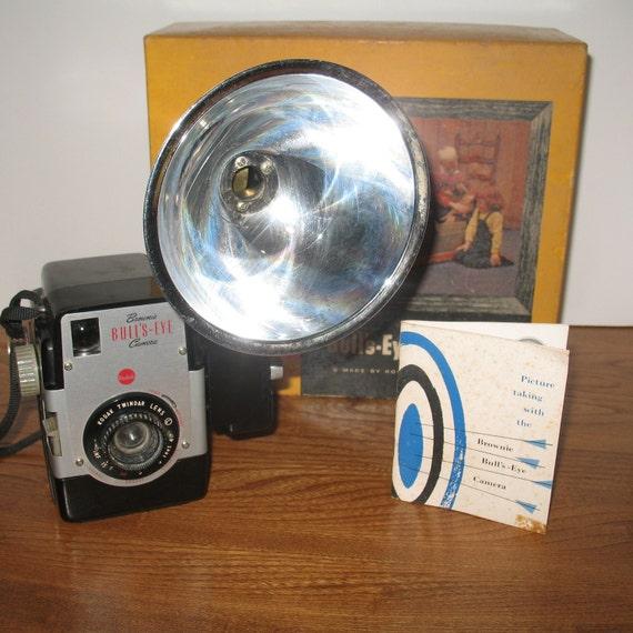 Vintage Kodax 1955 Brownie Bull's- Eye Flash Camera in Original Box
