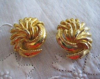 Vintage Gold Tone Clip On Flower Earrings