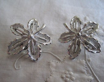 Vintage Silver Tone Sarah Coventry Leaf Clip On Earrings