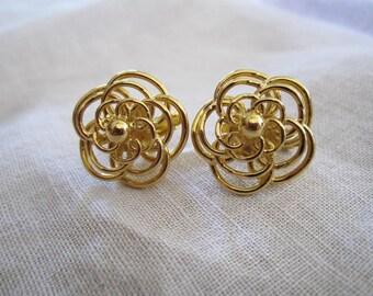 Vintage Gold Tone Trifari Flower Design Clip On Earrings
