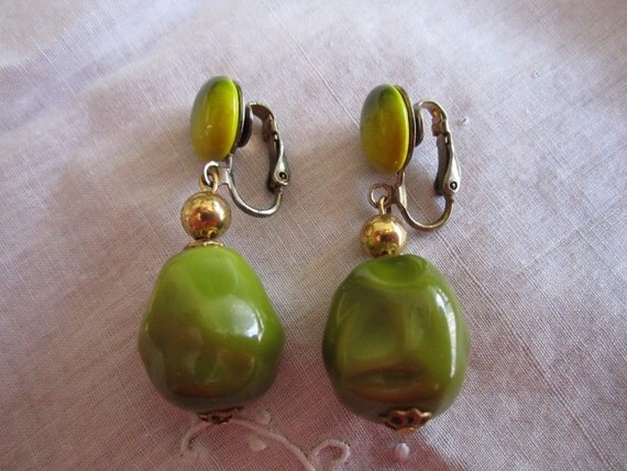 Vintage Gold Tone Lime Green and Lemon Yellow Dangle Clip On Earrings
