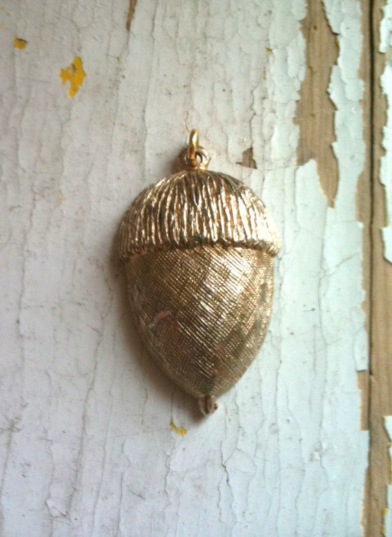 Vintage gold tone  acorn pendent- Free shipping in the US