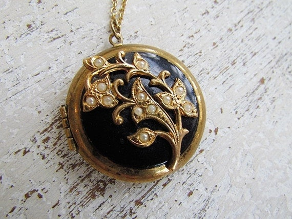 Antique Victorian Mourning Locket / Black Enamel and Seed Pearl Victorian Mourning Locket c.1880s
