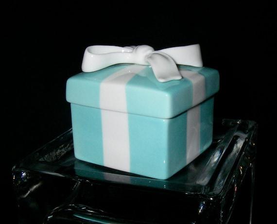Tiffany & Co. Porcelain Signature Blue Keepsake Box With Bow (Jewelry Trinket Gift Box)