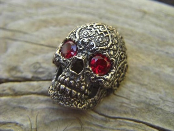 Skull pendant in sterling silver with deep red cz's