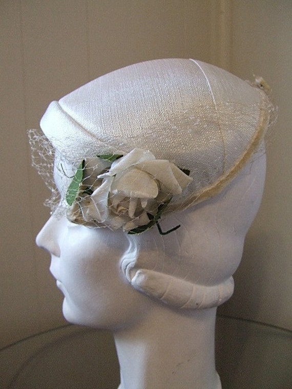 Swanky White Cocktail Hat w/ Fabric Rose Veil Vintage 30's 40's Cloche Old Hollywood Glam Wedding