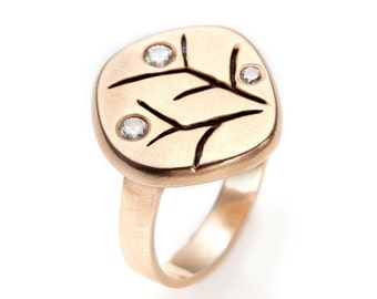 carved branches 18K gold ring with diamonds