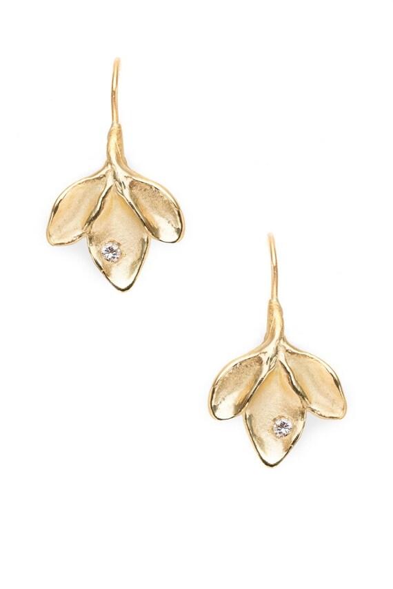 18K green gold earrings with diamonds - leaf motif 3