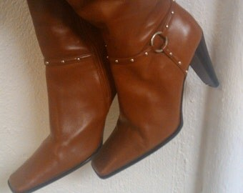 red leather pazzo vintage boots with metel design around boot size 5 1/2 possible small 6