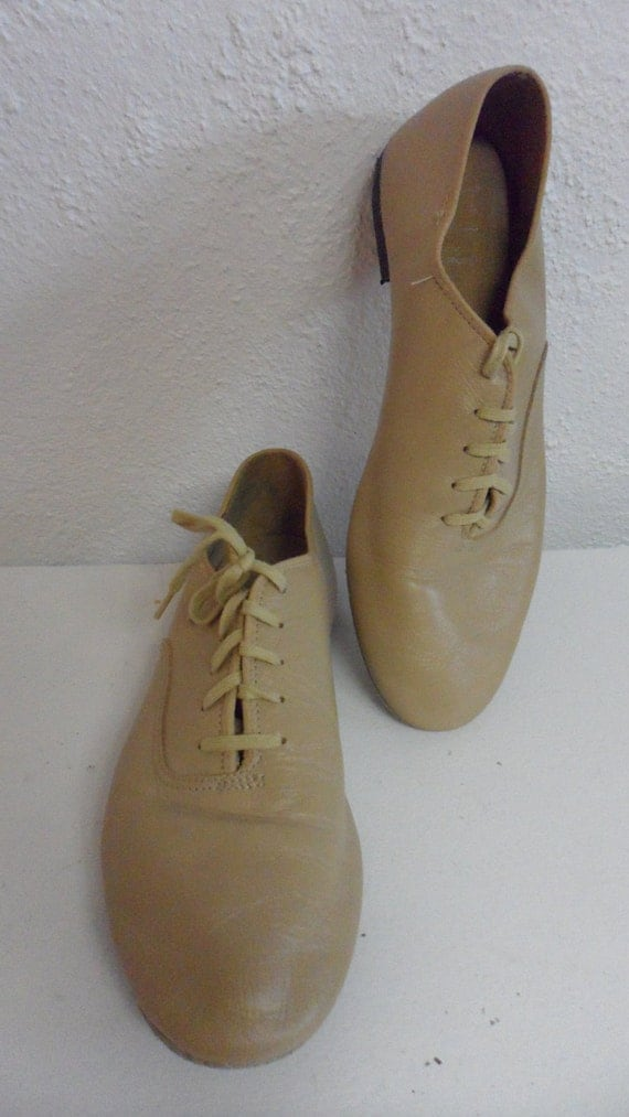 capezio tan  LEATHER color lace up  flats  jazz shoe   dance shoe   great looking color  size 9
