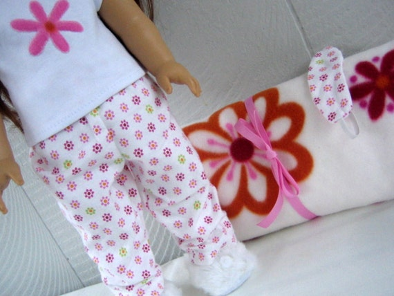 Sleeping Bag and Pajamas set.  American Girl 18 inch doll clothes.  Pink White Flower Power