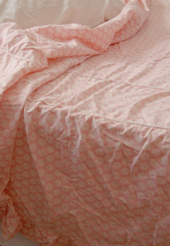Vintage 1950's Bedspread -Pink & White Daisies- Full or Twin-Soft Cotton Vintage Coverlet - Sweet Ruffles