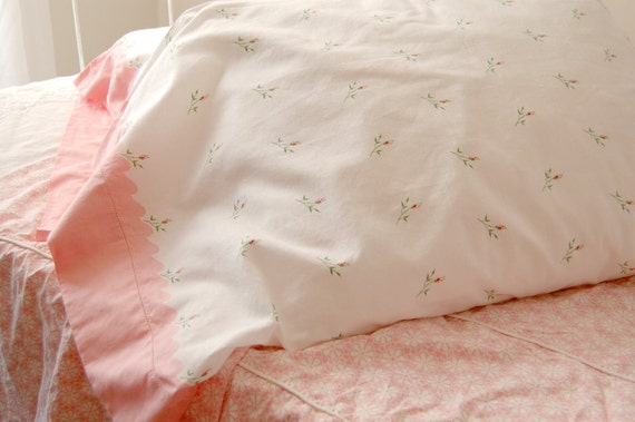 Vintage Pillow Cases Pair - 1940s Never Used -  Pink Rose Buds - Cottage Style