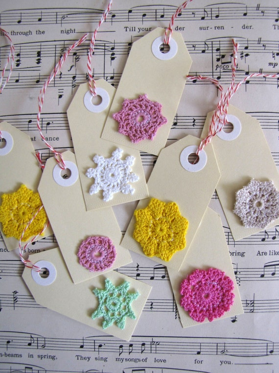 Doily gifttags mini swing tag set of 8 hand dyed mini - Crochet ideas originales ...