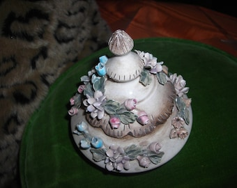 vintage trinket covered box capodimonte visconti mollica made in Italy flowers ornate