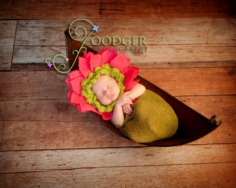 Instant Download PDF - Flower  Baby Bonnet Hat Crochet PDF and Video to make a Daisy Bonnet - slip-on and tie-on version included