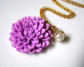 Purple Statement Necklace, Lavender Chrysanthemum Flower In Warm Hue And White Glass Pearl Necklace, Bridesmaid Necklace, Gift For Her