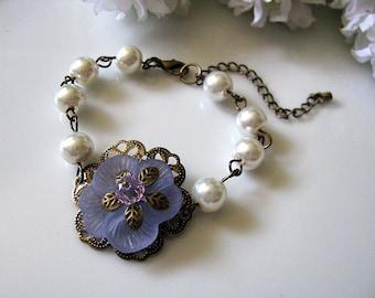 Light Purple Frosted Pansy Bracelet - Bridesmaid Bracelet. Lavender Bridal Bracelet, Gift For Her