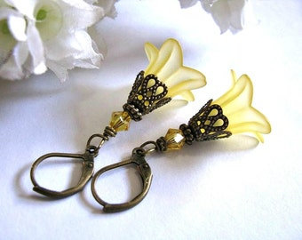Trumpet Flower Earrings, Exotic Lemon Chiffon Soft Yellow Lucite Lily Flower Blooming Earrings, Bridesmaid Earrings, Flower Earrings