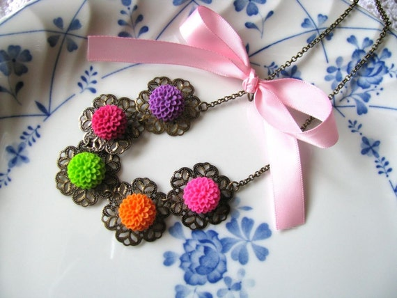 Juicy Chrissy Floral Necklace - Summer Time, Colourful Baby Chrysanthemum Cabochons, Bridesmaid Necklace