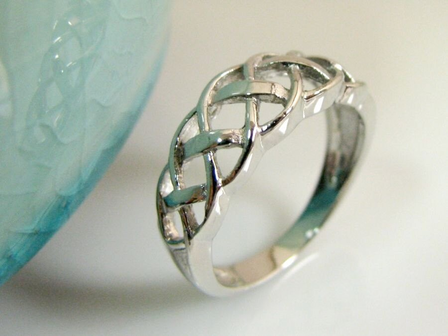 Irish Celtic Knot Ring White Gold Plated over 925 Sterling