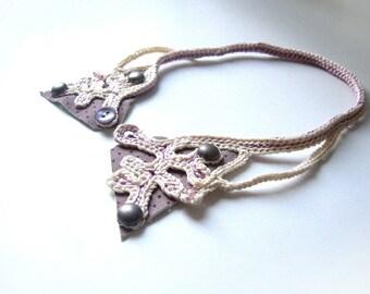 Crochet collar - 'papillon'