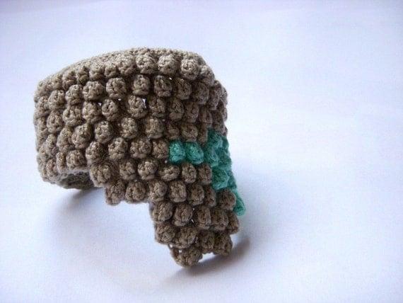 Crochet bracelet - on hold for Yurichan