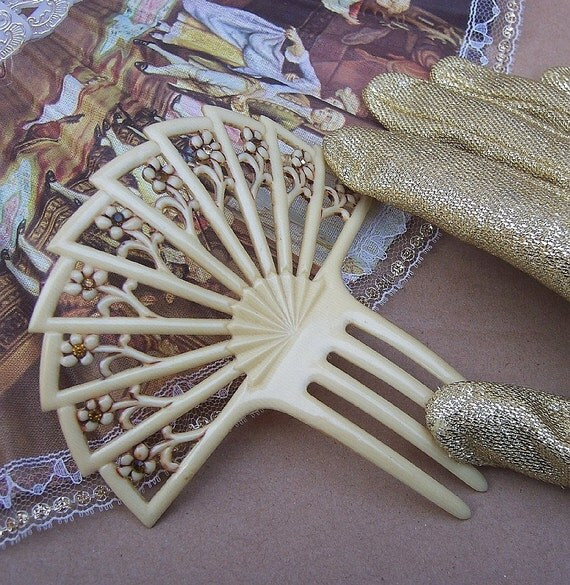 Vintage hair comb Art Nouveau French ivory fan shape Spanish hair accessory