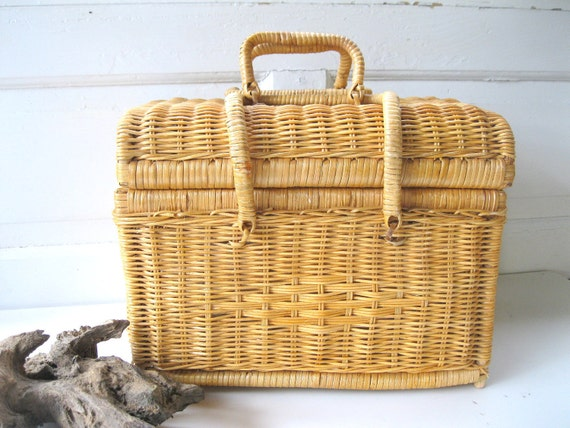 wicker basket lid handles stash storage container from. Black Bedroom Furniture Sets. Home Design Ideas