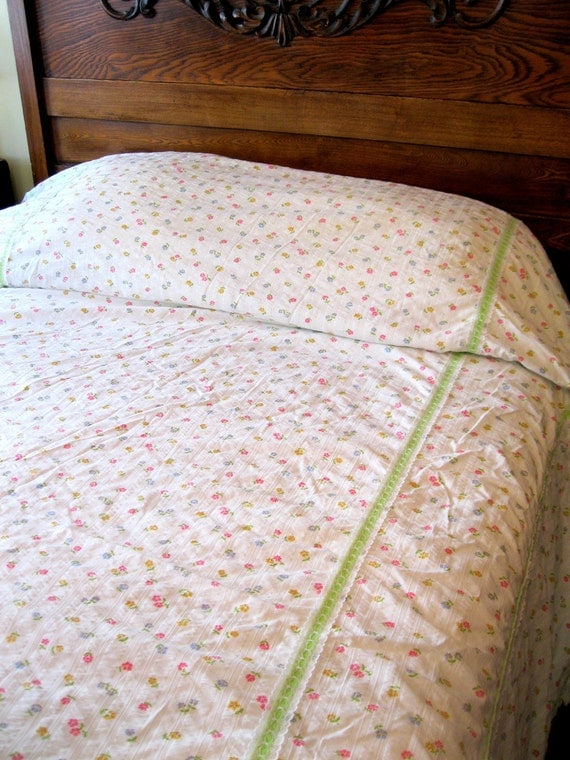 Reserved for Jane - Vintage Coverlet Retro Summertime Spread Queen Lace Rosebuds Green Ribbon Beach Mountain Bedding from Tessiemay