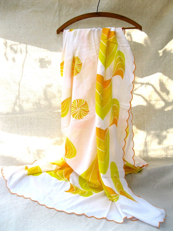 Groovy 60's Tablecloth 12 Napkins Sunny Yellow Sunbursts Picnic Summer Orange Gold from Tessiemay