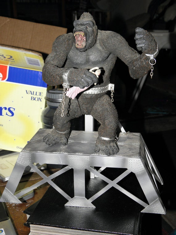 Movie Maniacs Mcfarlane Figure King Kong wth stand and girl