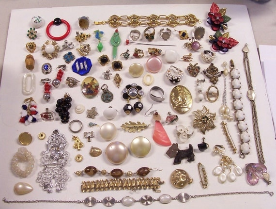 HUGE Lot Vintage Antique Modern JEWELRY For Parts or Repair Steampunk Mixed Media Flowers Monet Rhinestones Scottie Dog Poodle Egyptian (M2)