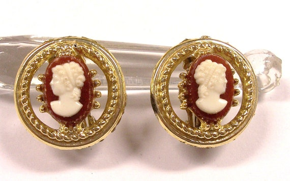 VINTAGE CAMEO Earrings Brown and Cream Earrings Ready to Wear Fashion Jewelry Destash (M64)