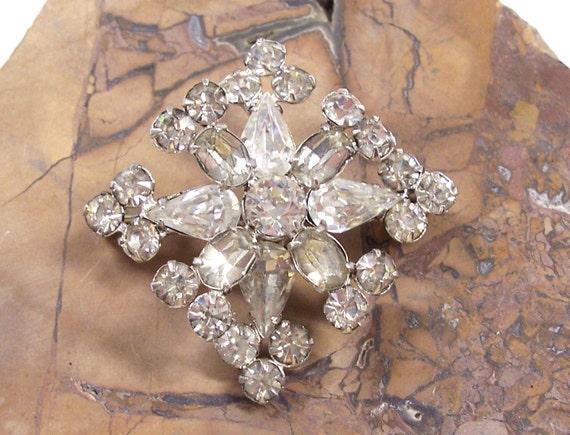 VINTAGE RHINESTONE Pin Brooch Rhinestones Brooch Rhinestones Unique Snowflake Ready to Wear Vintage Jewelry Destash (Y3)