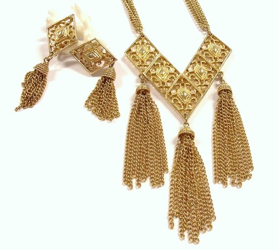 VINTAGE Gold Tassel Necklace Earrings Sarah Coventry Set STUNNING Filigree Tassels Demi Parure Unique Ready to Wear Jewelry Destash (Y80)