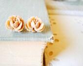 blossom. rose post earrings in latte.