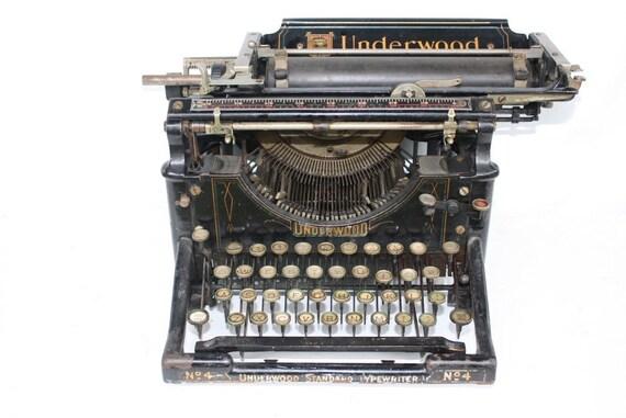 1907 Antique Underwood Typewriter No. 4