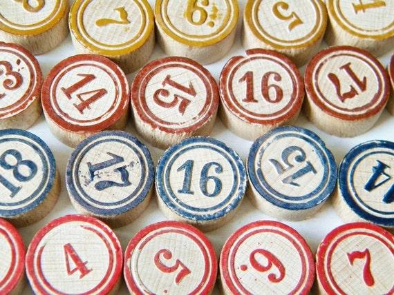 40 wooden bingo pieces