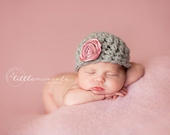 Baby Girl Hat, Newborn Crochet Hat in Gray with Pink Flower, Take Home Hat, Newborn Winter Hat, Baby Props, Baby Girl Photo Prop