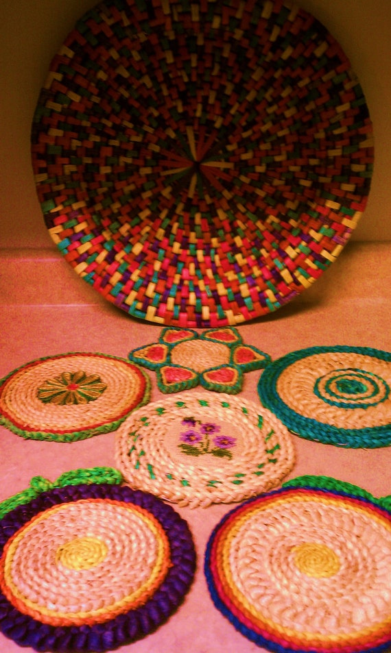 SALE Vintage 1970s Colorful Straw Woven Trivets Trivet Hot Pad Pot Holder Basket 7 Piece Collection Lot
