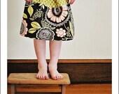 Toddler, girls skirt. . .  baby, toddler, girls skirt. . . 12 months, 18 months, 2t, 3t, 4t, or 5t... Modern Floral