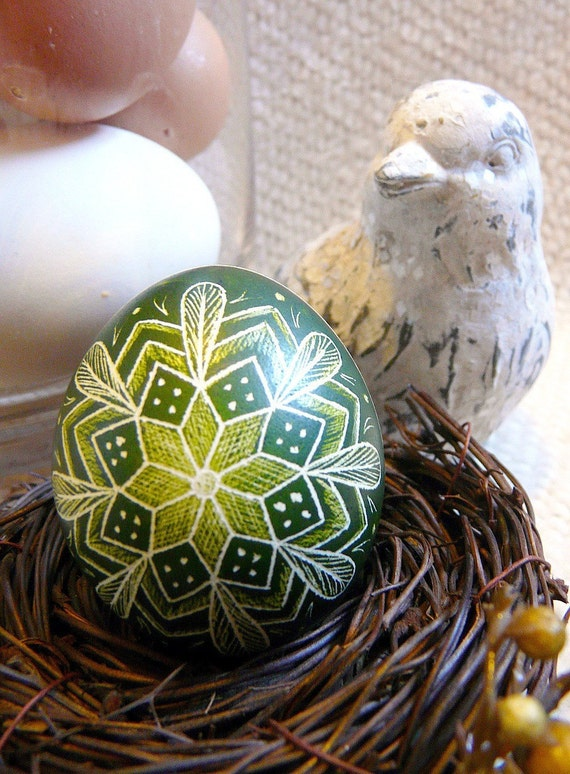 Geometric Star Feather Etched Chicken Egg Lithuanian Poland Ukraine Pysanky - Stand or Ornament - Scratched - Christmas Decoration
