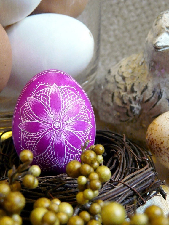 Easter - Etched Egg Star Scratched European Lithuanian Poland Ukraine Egg Wooden Stand - Pastel Light Purple - Stand or Ornament