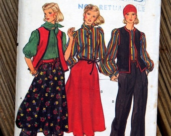 1970s Vogue womens blouse scarf vest skirt and pants pattern #9853 - Size 10